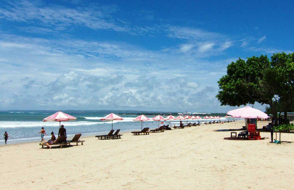 Wisata pantai kuta di Bali