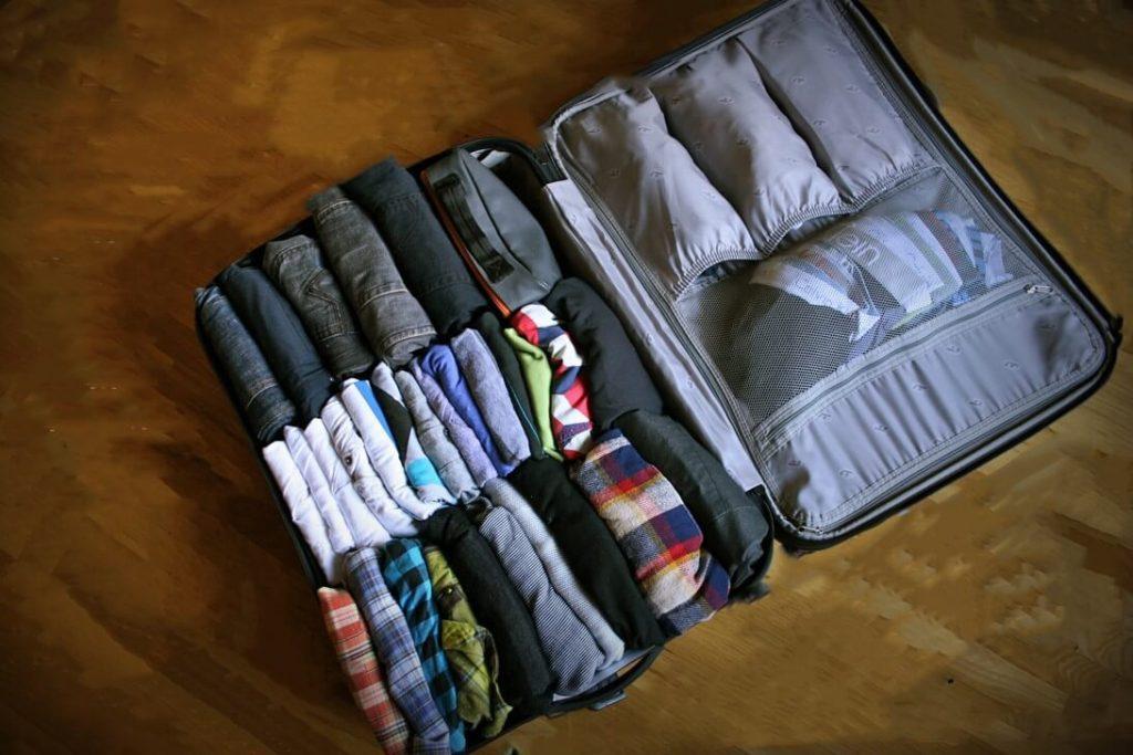 Cara Melipat baju untuk traveling