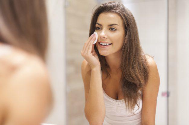 menghapus makeup