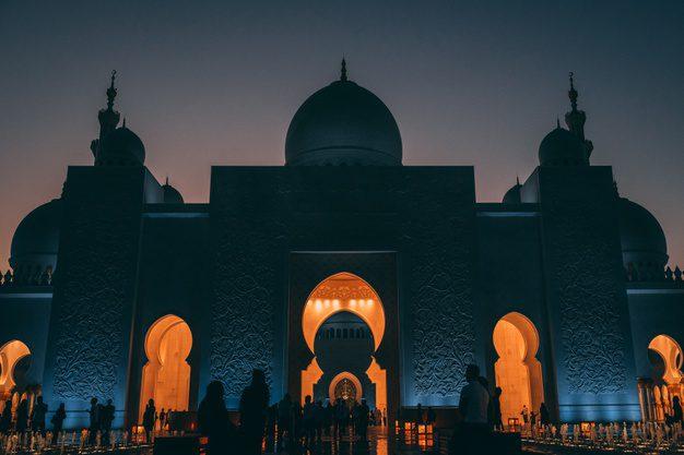 salat tarawih berjamaah di masjid