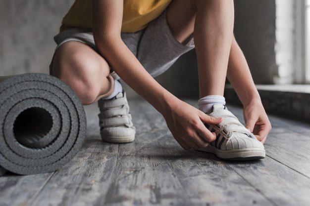 6Jenis Sepatu Sneakers Yang Akan Membuat Kamu Menjadi Lebih Bergaya