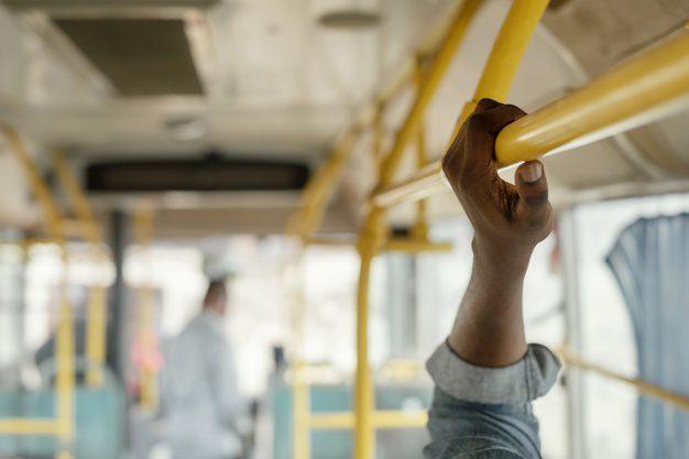 memanfaatkan transprtasi umum