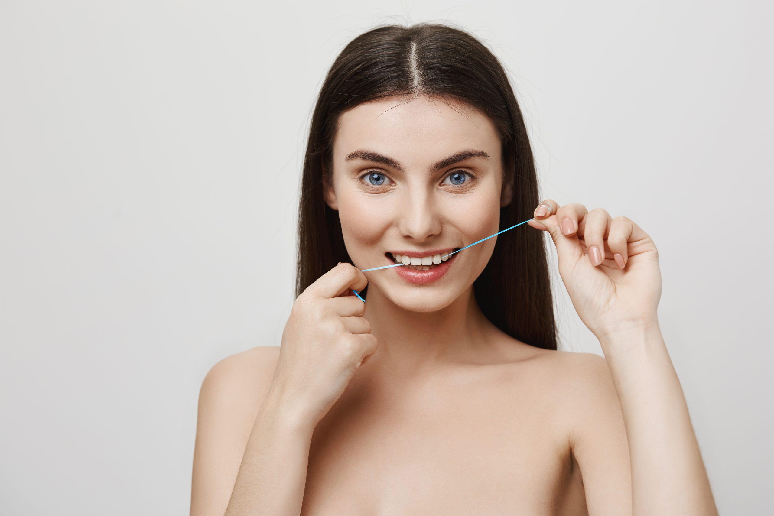 Ketahui Bagaimana Cara Flossing Gigi dan Manfaatnya