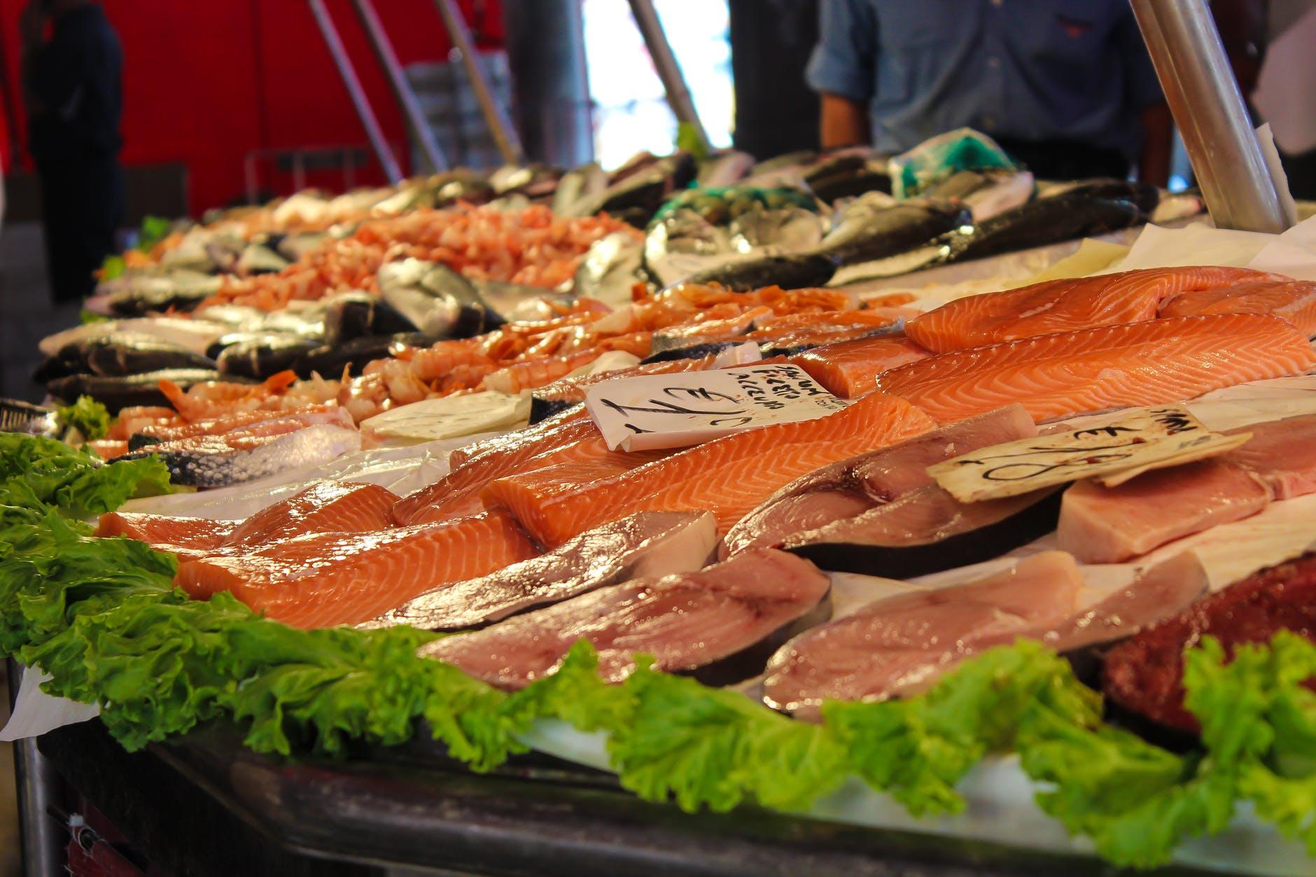 Tips Memilih Ikan Segar Berkualitas Saat Belanja ke Pasar