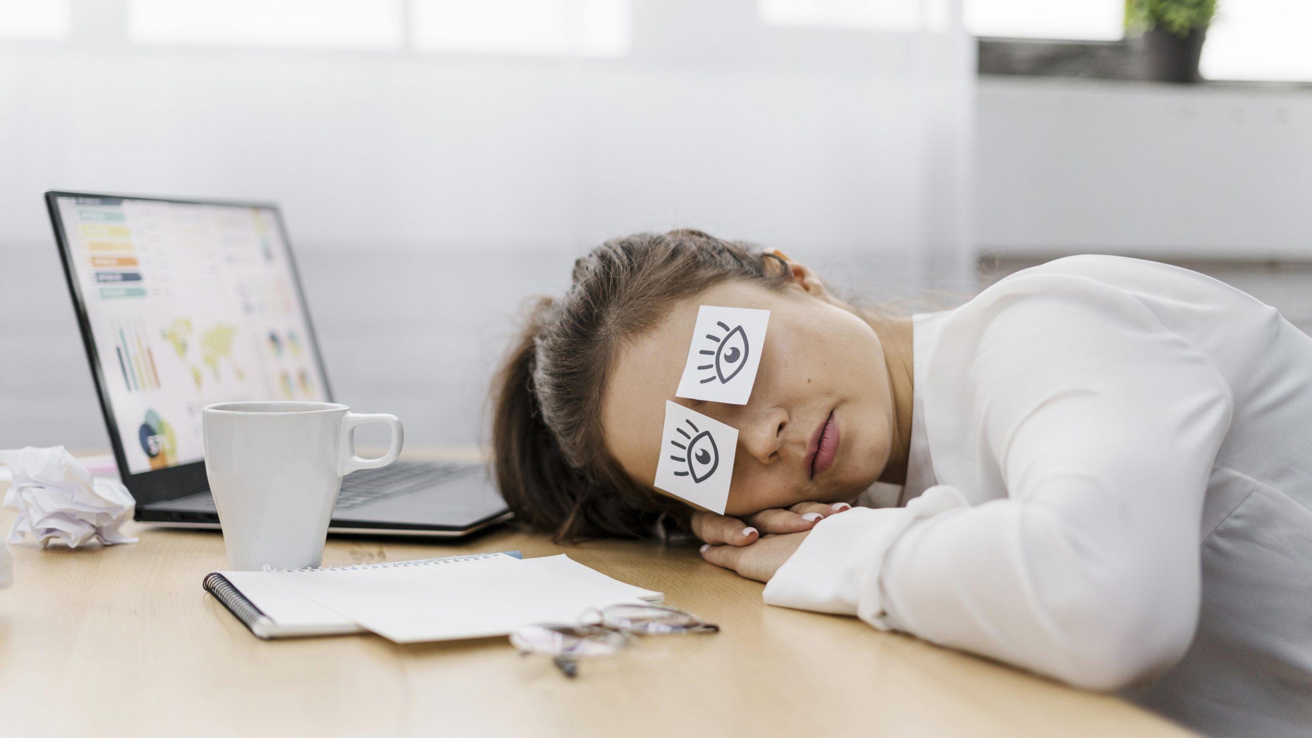 Tips Mengatasi Mata Lelah Setelah Seharian Bekerja