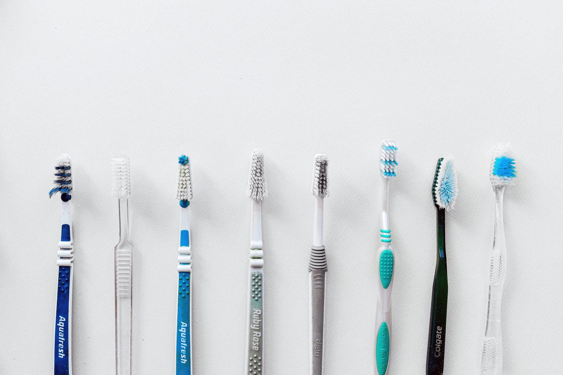 5 Jenis Sikat Gigi Agar Gigi Selalu Bersih dan Sehat